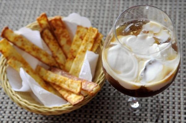 Café gelado com leite de coco: sabor à brasileira no Grenat (Bruno Peres/CB/D.A Press)