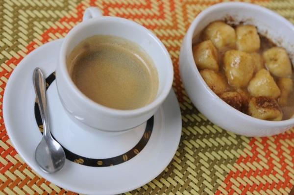 O café combina também com sobremesas, como a feita à base de banana servida no Oyá  ( Bruno Peres/CB/D.A Press)