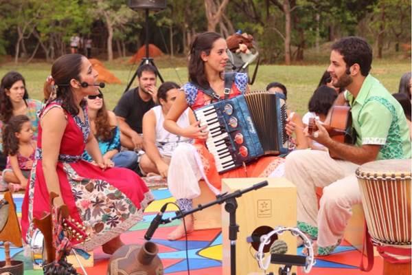 A história dos instrumentos musicais é contada nas cenas de Cantos de encontro (Pedro Pitanga/Divulgação)