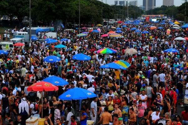 Desfile do bloco dos Raparigueiros  em 2014 (Janine Moraes/CB/D.A Press)