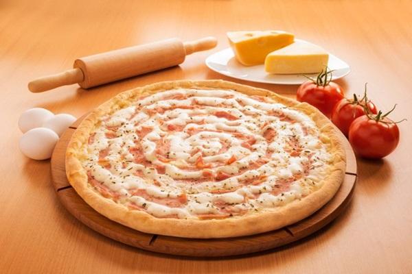 Pedacinho Pizzas  oferece o combo Pedacinho Folia, composto por um pedaço de pizza e duas cervejas Heineken  (Kazuo Okubo/Divulgação)
