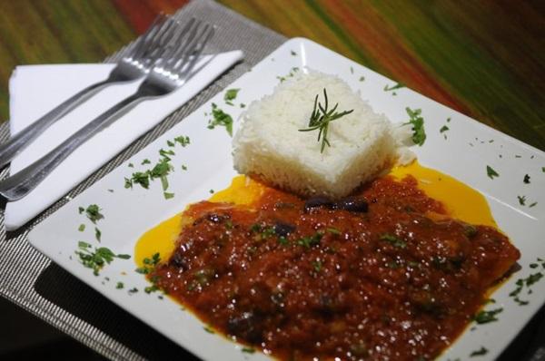 Linguado ao molho de tomate tem sido cartão de apresentação do Luna  (Bruno Peres/CB/D.A Press)