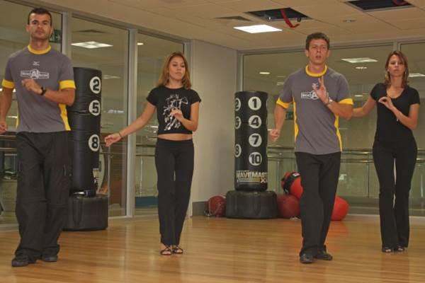 As danças de salão, como o samba, queimam calorias dos dançarinos  (Valério Ayres/Esp. CB/D.A Press - 13/1/10)