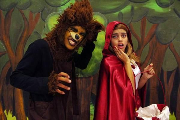 A Cia. Três amiguinhos confere traços cômicos ao clássico infantil  (Jana Lago/Divulgação)