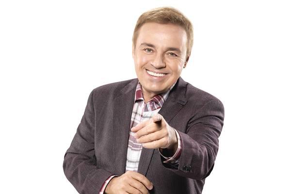 O apresentador comandará um programa ao vivo três vezes por semana  ( Chico Audi/Divulgação)