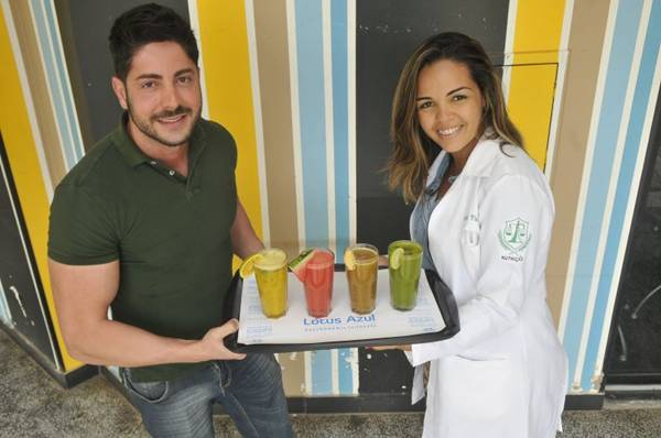 Diogo Bevilaqua e Jamila Vital criaram sucos terapêuticos para curar a ressaca  (Antonio Cunha/CB/D.A Press)