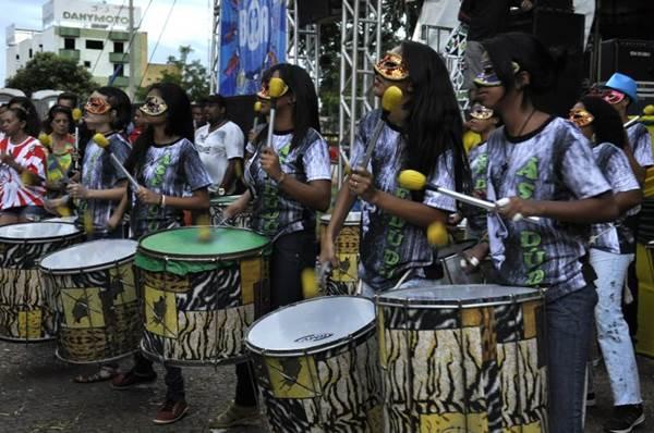 O grupo percussivo do bloco Asé Dudu é uma das atrações de sábado na Candangolândia  (André Violatti/Esp. CB/D.A Press)
