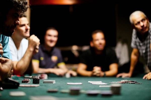O pôquer é, muitas vezes, confundido com vício ou jogo de azar, mas é um esporte saudável para a mente  (Monique Renne/CB/D.A Press)