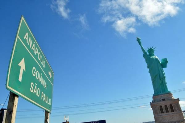 A réplica da Estátua da Liberdade chama a atenção dos visitantes de Anápolis  ( Gustavo Moreno/CB/D.A Press)