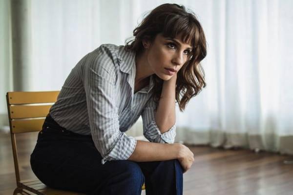 Maria Ribeiro leva temas íntimos como a depressão da mãe ao sofá do Saia justa  (Fernando Young/Divulgação)