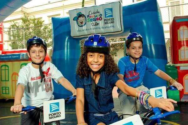 Depois de saber as regras, crianças recebem um talão para 'multar' os pais no trânsito  (Divulgação/Iguatemi)