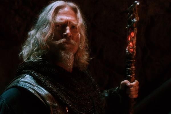 Jeff Bridges vive um caçador de bruxas em trama morna (Universal Pictures/Divulgação)