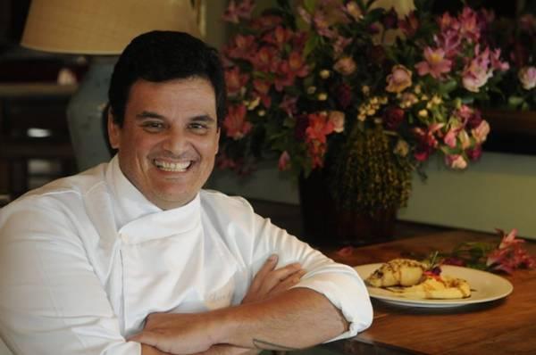 Chef Leco Mendes serve o robalo com crosta de pistache  ( Bruno Peres/CB/D.A Press)