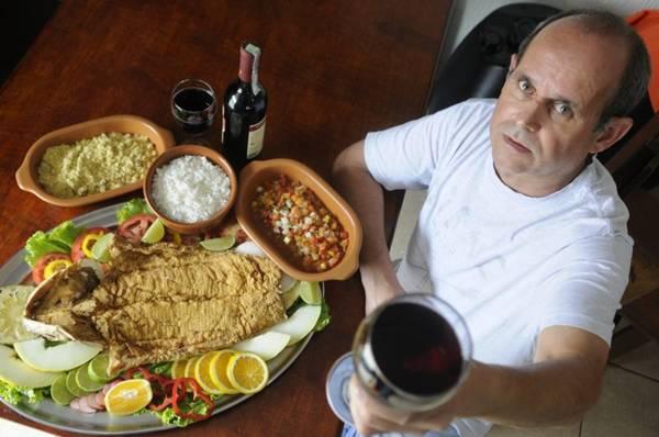Enilson apresenta a famosa traíra do restaurante na Vila Planalto  (Bruno Peres/CB/D.A Press)