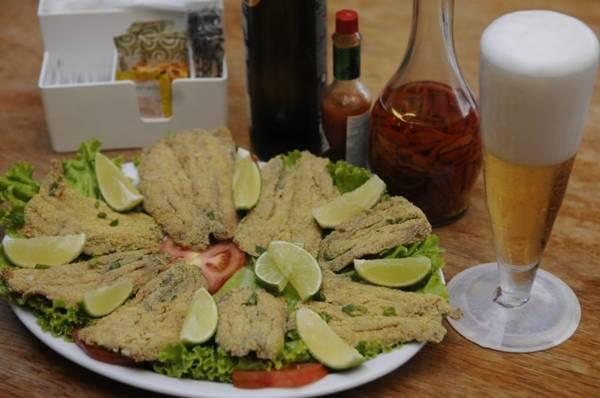 Sardinha empanada e frita: aposta simples e saborosa do Bar Brasília  (Bruno Peres/CB/D.A Press)