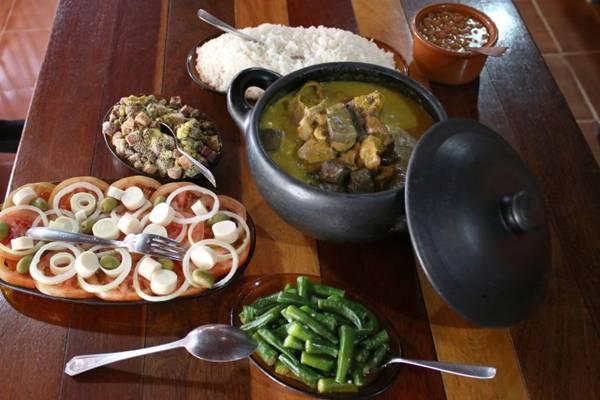 Pratos feitos com pimentas artesanais, no Bar e Restaurante do Vilmar Rodrigues, conhecido como Neguinho (Oswaldo Reis/Esp. CB/D.A Press)
