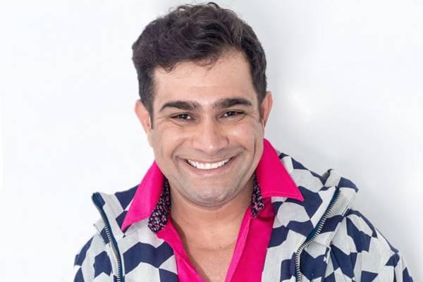 Brasília recebe estreia nacional de Astrorgia, novo espetáculo do humorista Evandro Santo  (Brian Raider/Divulgação)