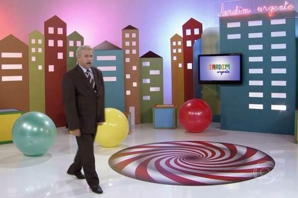 Saído do teatro brasiliense, Welder Rodrigues é um dos destaques de Tá no ar: a TV na TV  (TV Globo/Reprodução)