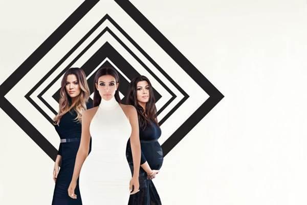 A família Kardashian volta para a 10ª temporada de Keeping up with the Kardashians  (E!/Divulgação)