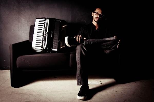 Sábado, Junior Ferreira toca composições de Astor Piazzolla, Luiz Gonzaga e temas autorais no Clube do Choro (Karina Santiago/Divulgação)