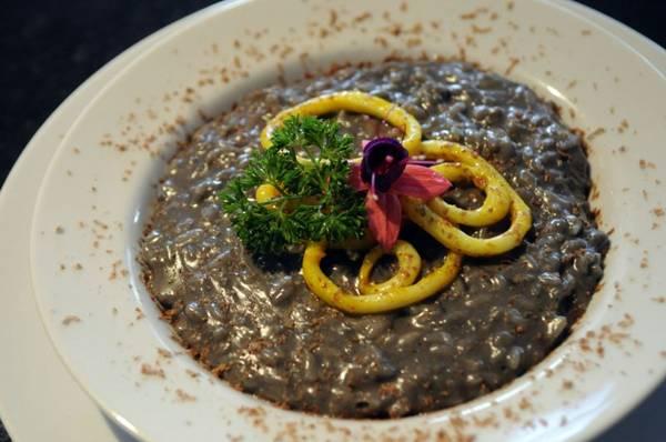A receita do risoto nero veio da Itália para a mesa do Babel (Bruno Peres/CB/D.A Press)