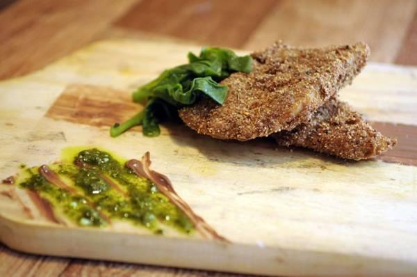 Prato conceitual do Piccolo Emporium combina peixe, chocolate, uísque e mel (Bruno Peres/CB/D.A Press)