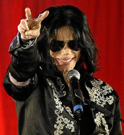Os mistérios em torno da morte de Michael Jackson são tema do primeiro episódio (STEFAN WERMUTH/REUTERS)