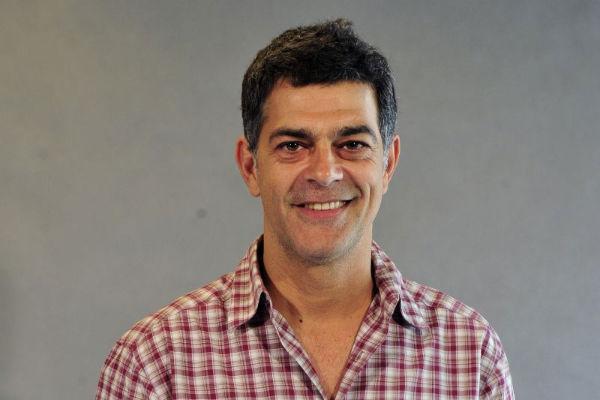 Moscovis continua como  protagonista da trama do GNT, que estreou a segunda temporada (Alex Carvalho/Divulgação)