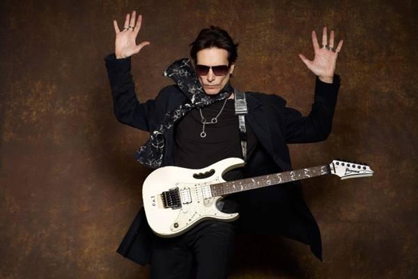 Steve Vai é considerado pela crítica e pelo público como um dos melhores guitarristas do mundo (Objetiva/Divulgação)