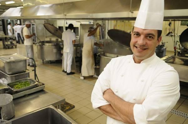 Rodrigo Sanchez orgulha-se de comandar a maior cozinha do Centro-Oeste  (Bruno Peres/CB/D.A Press)