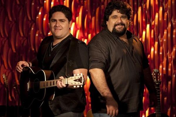 A dupla César Menotti & Fabiano canta músicas dos trabalhos Morro da Urca e Memórias - Anos 80 & 90  (Marcos Hermes/Divulgação)