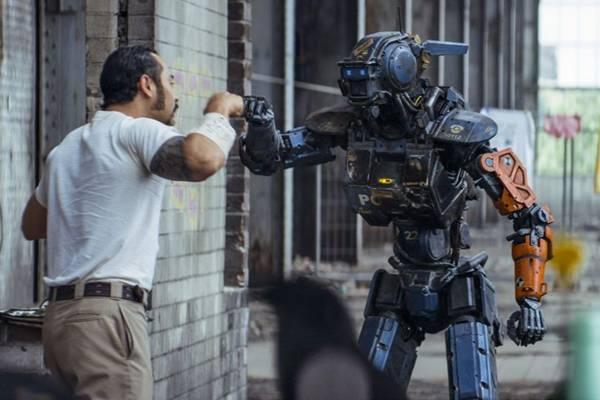 Treinado por bandidos, o robô Chappie se torna vilão  (Divulgação/Sony Pictures)