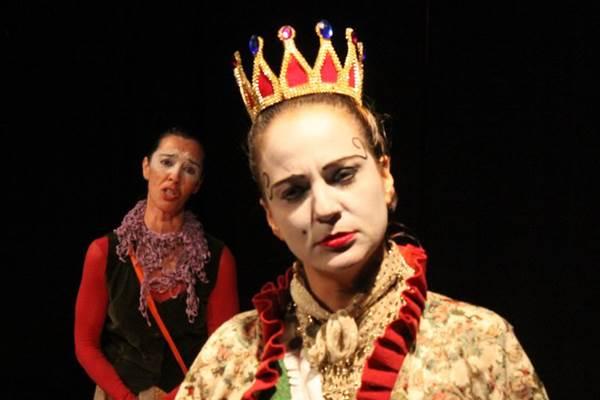 A vaidade é um dos temas abordados com leveza e humor em espetáculo da Cia.Burlesca (Cia Burlesca/Divulgação)