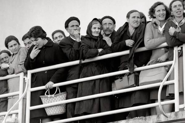 Crianças em porto espanhol: Brasil recebeu mais de 500 mil hispânicos entre 1890 e 1929 (Alberto Martí/Divulgação)