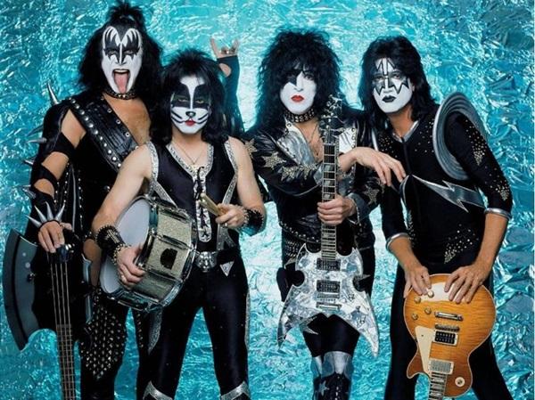 A banda Kiss é conhecida pela conexão com os fãs em suas performances ao vivo   (Objetiva/Divulgação)