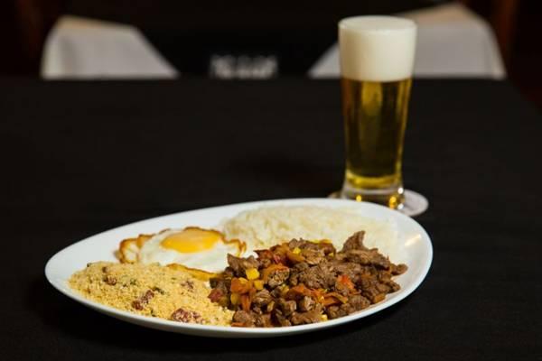 Picadinho servido no almoço do Bar do Calaf (Rener Oliveira/Divulgaçao)