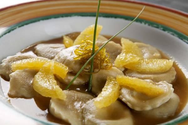 Ravióli com pato ao molho de laranja: receita aprovada por mulheres  (Rafael Lobo/Divulga??o)