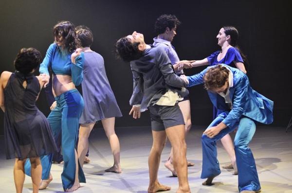 A trupe levou a admiração por músicas de Roberto Calos para o palco  (Cintia Pimentel/Divulgação)