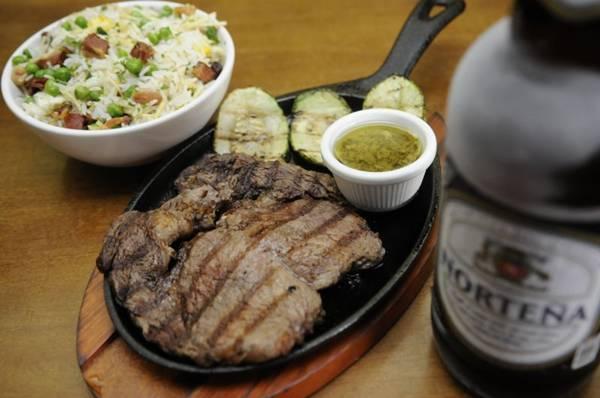 O bife de ancho pode ser uma refeição no Barão Parrilla e Bar (Bruno Peres/CB/D.A Press)