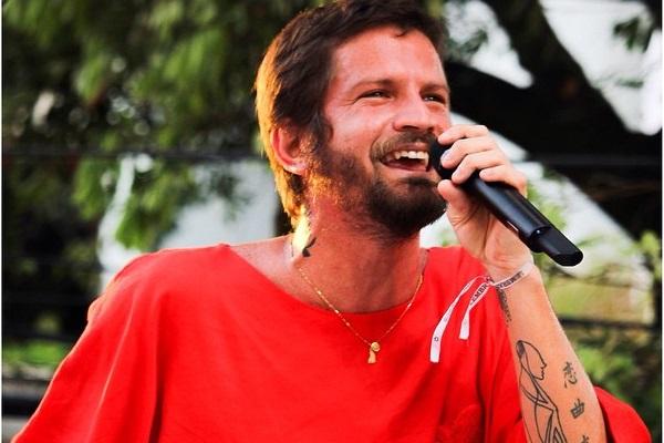 O cantor Saulo se apresenta em 11 de julho (Repordução/Facebook)