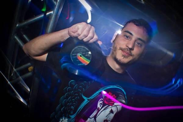 DJ Hugo Drop se apresenta na festa (ArquivoPessoal)