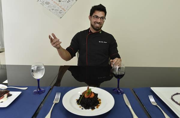 Fábio Marques, do Eu chef, faz um passo a passo para a receita ser finalizada  (Daniel Ferreira/CB/D.A Press)