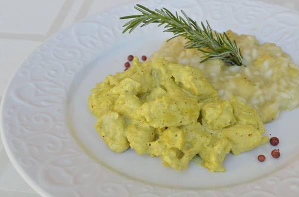 O curry usado no frango dá picância à data  (Marcelo Ferreira/CB/D.A Press)