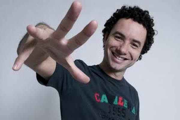 Marco Luque diverte a plateia com temas do dia a dia (Imprensa Risoflex/Divulgação)