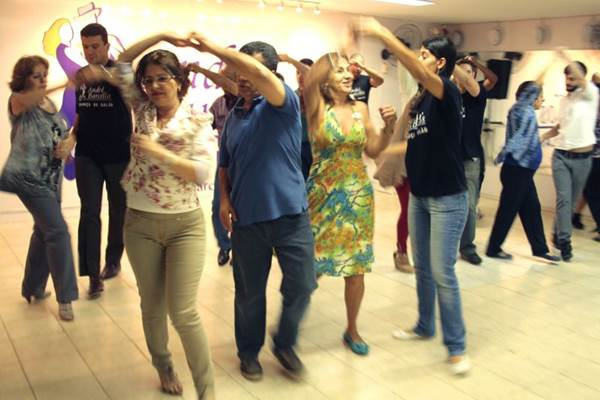 Passos de dança divertem, queimam caloria e ainda aumentam intimidade com parceiro (Viola Júnior/Esp. CB/D.A Press)