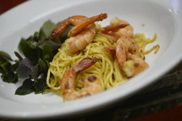 Espaguete artesanal feito com ovo caipira e camarões com D.O.C. no Les Maries (Daniel Ferreira/CB/D.A Press)
