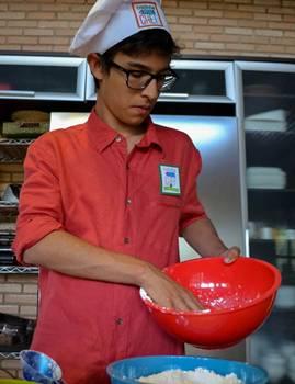 Davi Cruz vai fazer um bolo de banana sem glúten nem lactose: 'Eu me sinto mais seguro preparando o que como'  (Arquivo Pessoal/Divulgação)