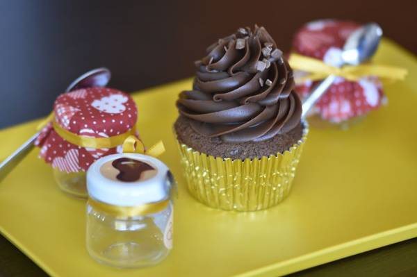 Cupcake triplo de chocolate traz o ingrediente na forma de ganache, bolo e brigadeiro (Breno Fortes/CB/D.A Press)
