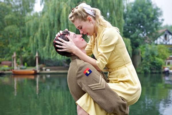 Romance proibido na Guerra da Coreia é vivido em Rainha & país  (Paris Filmes/Divulgação)