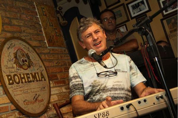 Flávio Venturini comemora o reencontro com amigos de longa data